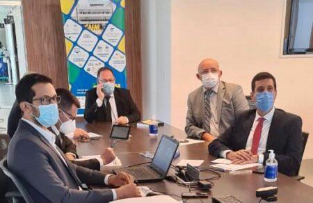 Presidente da AMA critica PEC que quer acabar com piso para gastos em saúde e educação.